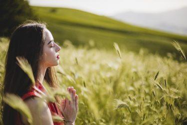レムリアの女神官たちの奇跡の変化をうながすヒーリングセッション
